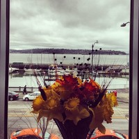 Full_slc_slclunches_waterfrontmarriot_flowersinthewindow
